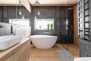 Bad ohne Fliesen: Gründe für ein fliesenloses Bad