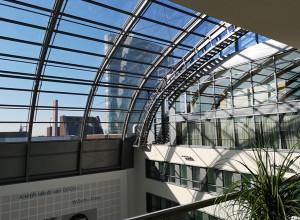 Eleganz und Modernität - wie Aluminium die Brücke zwischen beiden Aspekten zeitgenössischer Innenarchitektur schlägt