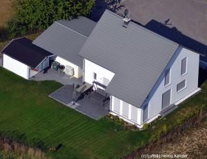 Bild: ES 137 mit Wintergarten Bauweise: Fertighaus, industrielle Vorfertigung Bauart: Holzhaus, Fachwerk