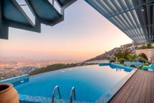 Hausbau mit Pool – Was muss man beachten?