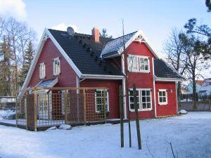Bild: Bjarne Bauweise: Fertighaus, industrielle Vorfertigung Bauart: Holzhaus, Holzständerwerk