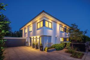 Bild: Haus Töpfer Bauweise: Fertighaus, industrielle Vorfertigung Bauart: Holzhaus, Fachwerk