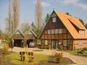 Bild: Beispiel 06 Bauweise: Bau vor Ort, traditioneller Hausbau Bauart: Holzhaus, Blockhaus