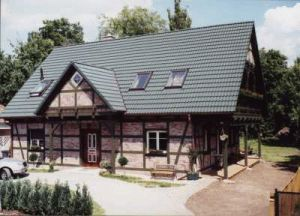 Bild: Referenz 06 Bauweise: Fertighaus, industrielle Vorfertigung Bauart: Holzhaus, Blockhaus