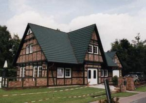 Bild: Referenz 09 Bauweise: Fertighaus, industrielle Vorfertigung Bauart: Holzhaus, Blockhaus